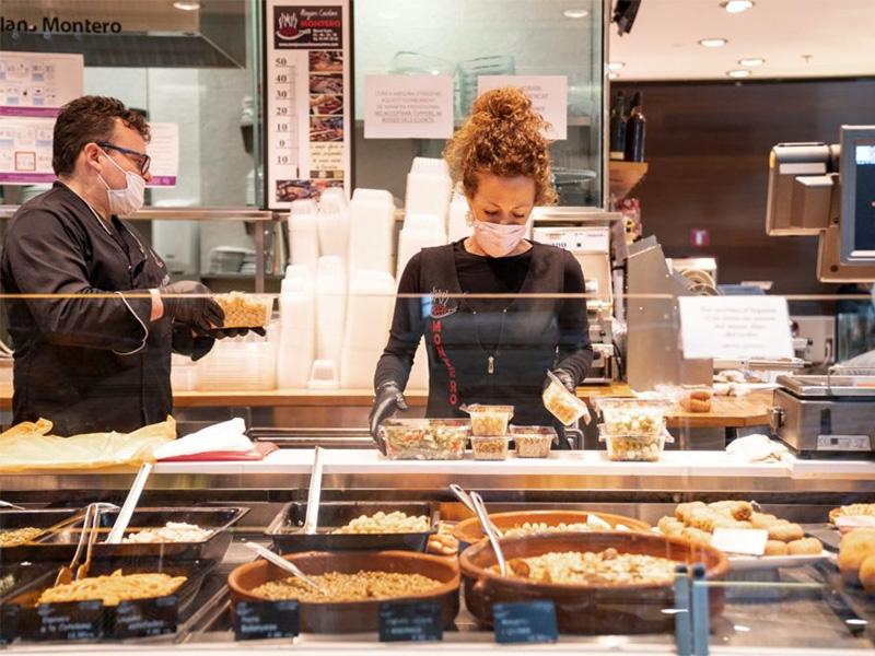 Barcelona Activa i Mercabarna fomenten l'ocupació de persones joves als mercats i comerços de proximitat